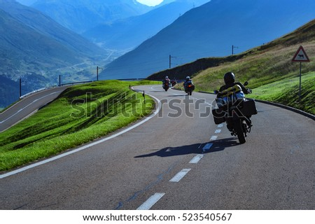 Motorcyclists convoy to the Alps