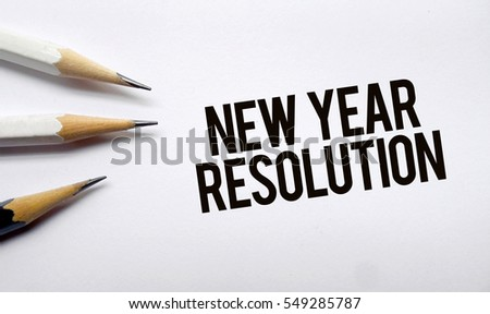 New year resolution memo written on a white background with pencils