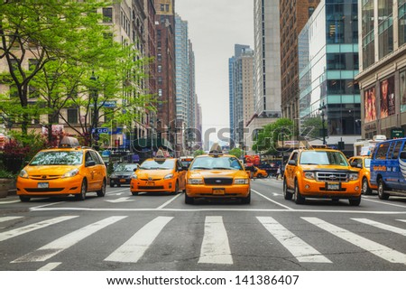 Photo new york city may yellow taxis at the street on may in new york