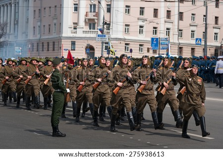 NIZHNY NOVGOROD, RUSSIA - MAY 4, 2015: Soldiers in uniform are at rehearsal of Military Parade commemorating the 70th anniversary Victory on Pozharsky and Minin Square