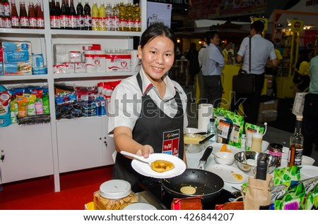 NONTHABURI - MAY 25 : Chefs are cooking demonstrations to visitors in during exhibition of THAIFEX - World of food ASIA 2016 on May 25, 2016 in Nonthaburi, Thailand.