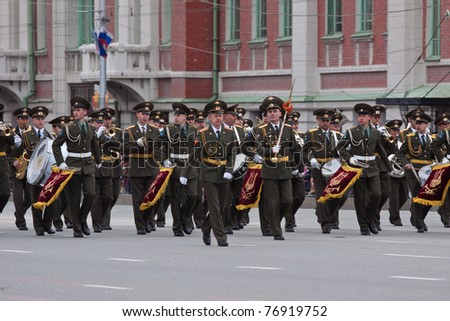 NOVOSIBIRSK - MAY 9: The parade dedicated to Victory Day in World War II, District Military Band on May 9, 2011, Novosibirsk Russia