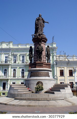 Old building and Catherine The Great monument