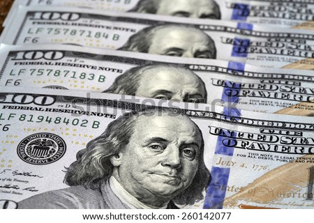 one hundred dollar bill with benjamin franklin image