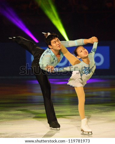 PARIS - NOVEMBER 18: Cheng PENG / Hao ZHANG of China perform at the ISU Grand Prix Eric Bompard Trophy Gala event on November 18, 2012 at Palais-Omnisports de Bercy, Paris, France.