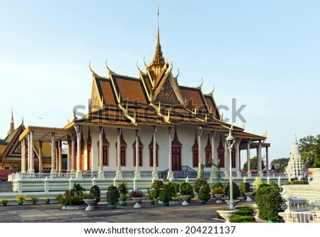 PHNOM PHEN, CAMBODIA - DECEMBER 31: The Royal Palace complex as on December 31, 2013 in Phnom Phen. The palace was constructed after King Norodom relocated the royal capital from Oudong to Phnom Penh