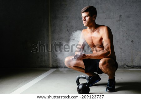 Photo of a sportsman spreading talc over his  palms