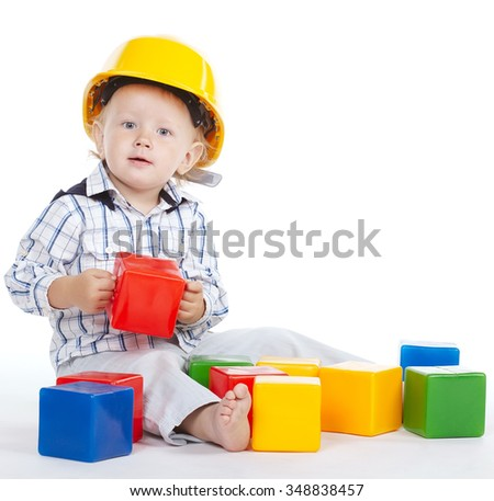 photo of little engineer plays with cubes