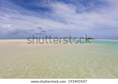 picture of gorgeous empty beach at aitutaki, cook islands