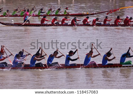 PIMAI, THAILAND - NOV  11: Unidentified rowers  in native Thai long boats compete during King's Cup Native Long Boat Race Championship on November 11, 2012 in Pimai, Nakhon Ratchasima,Thailand.