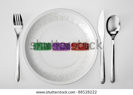 plate with toy cars and cutlery representing the menu of a stressed person