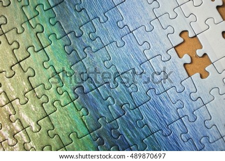 Play in putting the puzzle