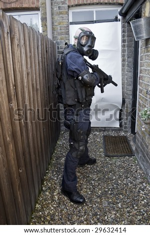 police officer with machine gun