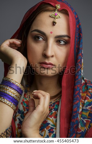 Portrait of a beautiful woman in traditional clothes of India