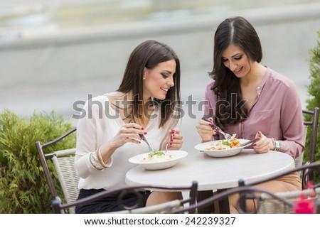 Thinking about Date Cookware Women Via the internet?, عرب ألمانيا