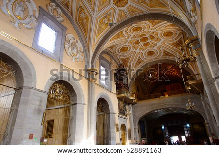 PUEBLA, MEXICO - OCT 30, 2016: Interior of the Santo Domingo church, Puebla, Mexico.