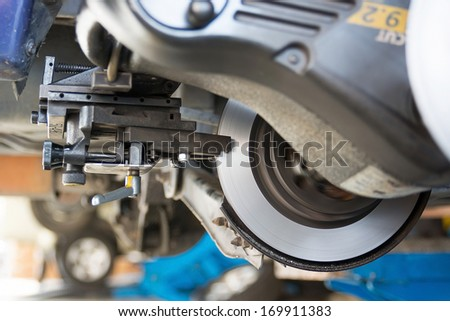 Repair car brake disc in garage