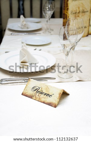 Reserve plate on an arranged restaurant table
