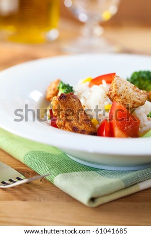 Rice and chicken salad with pepper and broccoli