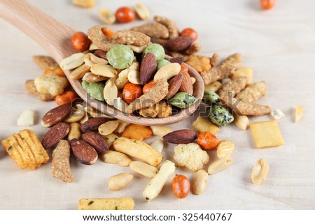 Rice Crackers with Nuts