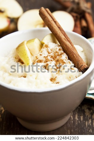 Rice Pudding with Apple Slices and Cinnamon Spice Sticks