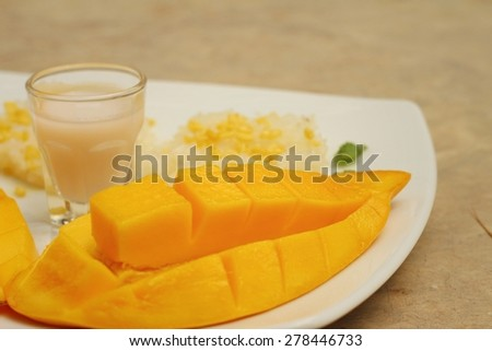 Ripe mango and sticky rice with coconut milk