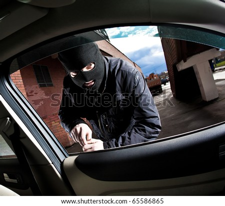robber and the thief hijacks the car