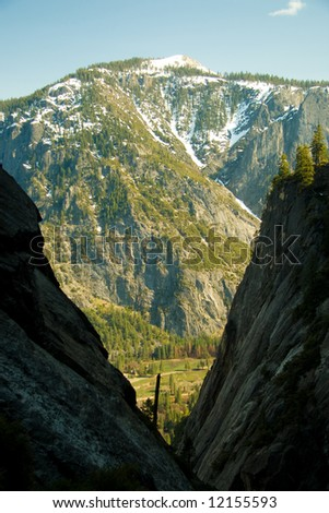 Rocky montains as seen in the Yosemite Park, California