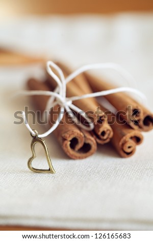 romantic warmth composition with cinnamon