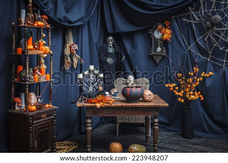 Room with items to celebrate a holiday halloveen
