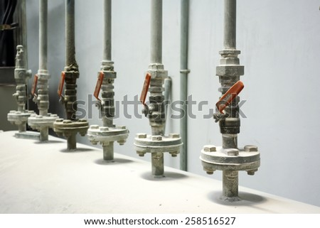 row of air pipe from air tank, air flow controlled by each ball valve