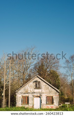 Ruinous house for sale. This house is located in a rural area.