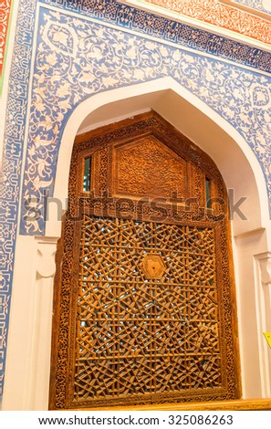SAMARKAND, UZBEKISTAN - MAY 1, 2015: The carved wooden screen with the floral patterns in mausoleum of Kusam-ibn-Abbas, on May 1 in Samarkand.