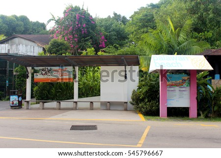 SENTOSA, SG - OCT. 19: Palawan Beach bus stop and map on October 19, 2016 in Sentosa, Singapore. Palawan Beach lies in the centre of the southern coast of Sentosa, Singapore.