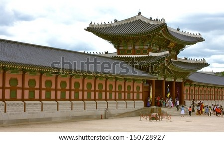 SEOUL, SOUTH KOREA - JULY 25: Gueongbokgung Palace on July 25, 2009 in the Republic of Korea. it was the main and largest palace of the Five Grand Palaces built by the Joseon Dynasty.