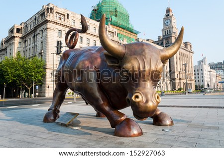 SHANGHAI, CHINA - AUGUST 1: The Bund Bull, taken on August 1, 2013 in Shanghai, China.  The Bund Bull is a sculpture by Arturo Di Modica, and was installed in April of 2010 near the HSBC Building.