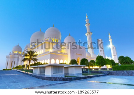 Sheikh Zayed mosque  in Abu Dhabi at night, United Arab Emirates