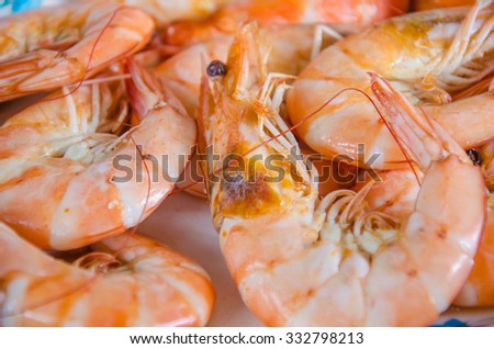 Shrimps baked with salt