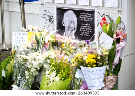 SINGAPORE - MARCH 23 : Visitors paying last respect and writing tribute to the late ex prime minister of Singapore, Mr Lee Kuan . Mr Lee died due to ill health, Mar 23, 2015, Singapore