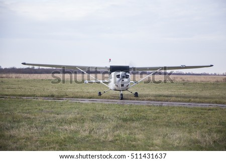 Single engine private lightweight aircraft .