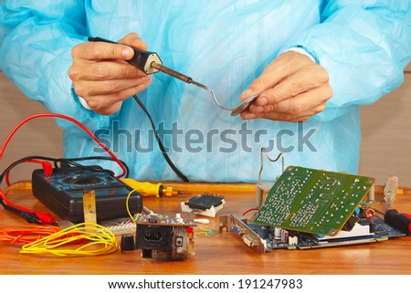 Soldering electronic hardware in the service workshop