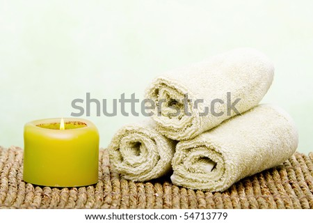 Spa candles and green clean towels