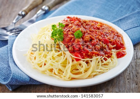Spaghetti bolognese with minced meat and tomato sauce