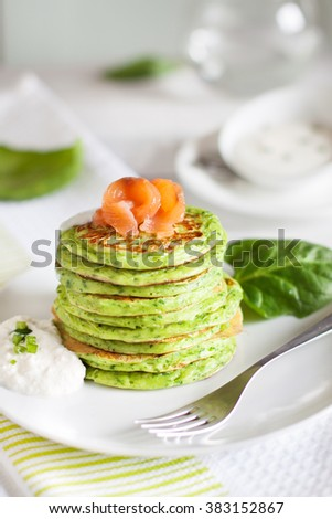 Spinach ricotta pancakes with salted salmon