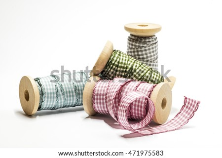 Spools with checked ribbons