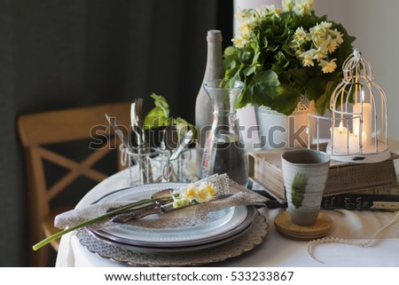 Spring Table Settings in Green Colors with Daffodils