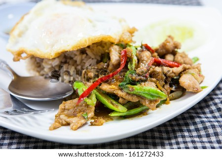 stired pork with bazil and fired egg