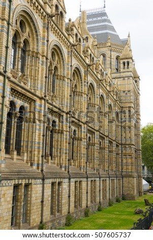 The amazing Natural History Museum in London - LONDON / ENGLAND - SEPTEMBER 23, 2016