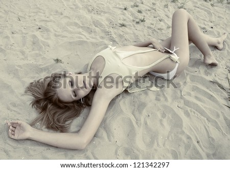 Romina Ricci Nude Photos