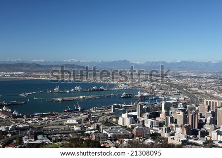 The City of Cape Town at the foot of Table Mountain